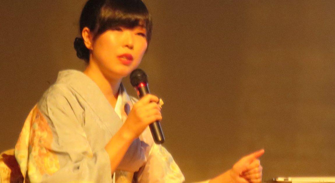 講演する箏回想士渡部佳奈子