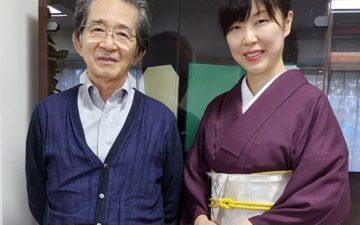 遺伝研所長と写真を撮る渡部佳奈子