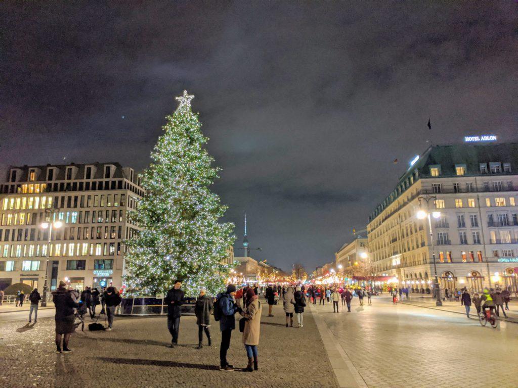 ブランデンブルク門とクリスマスツリー