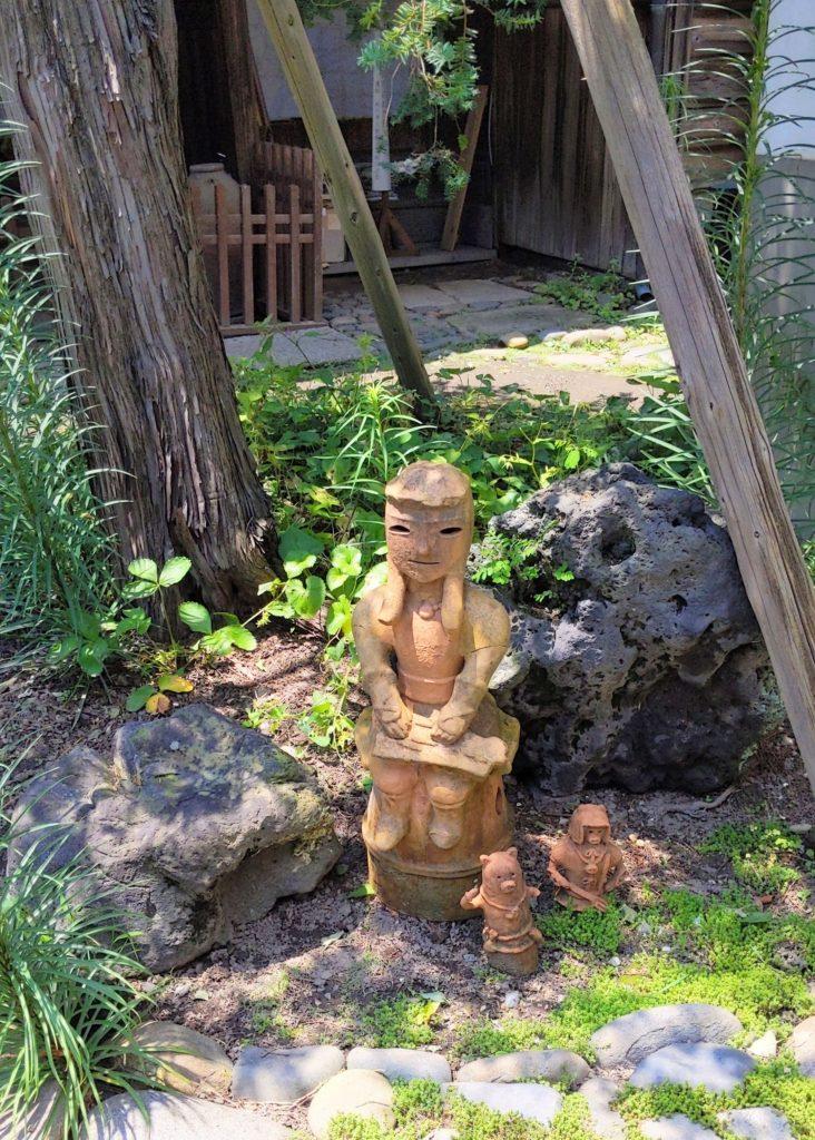 相川考古館で出迎えてくれたコトハニくん
