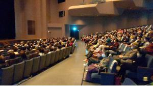 三島市介護予防講演会で箏回想法の講演を聞く聴衆高齢者
